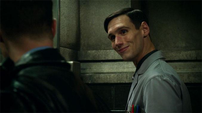 Gotham S02E01: Perdant dans tous les cas (2015)