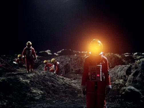 Cosmos 1999 S01E04: L'anneau de la Lune (1975)
