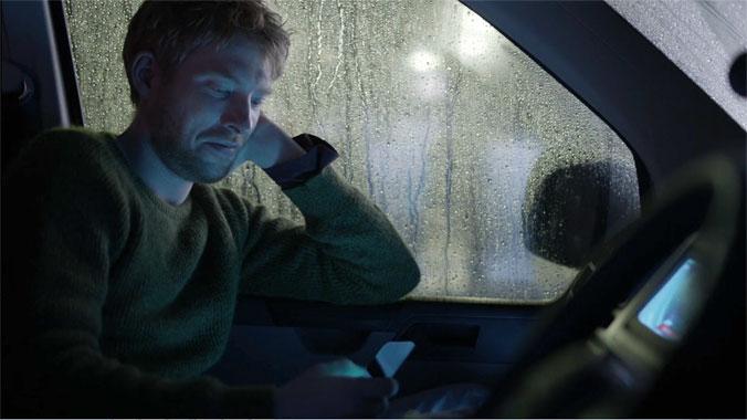 Black Mirror S02E01: Bientôt de retour (2013)