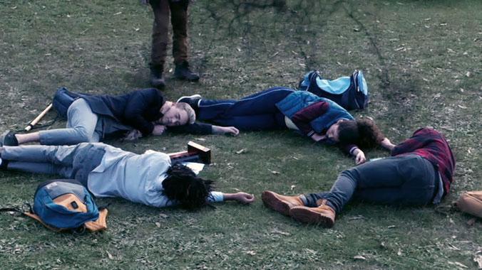 Nowhere Boys S03E06: Est-ce qu'on est de retour ? (2016)