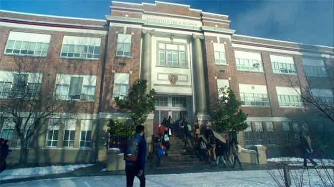 Riverdale S01E11: Retour à Riverdale (2017)
