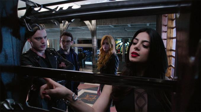 Shadowhunters S01E02: La descente aux Enfers n'est pas facile (2016)