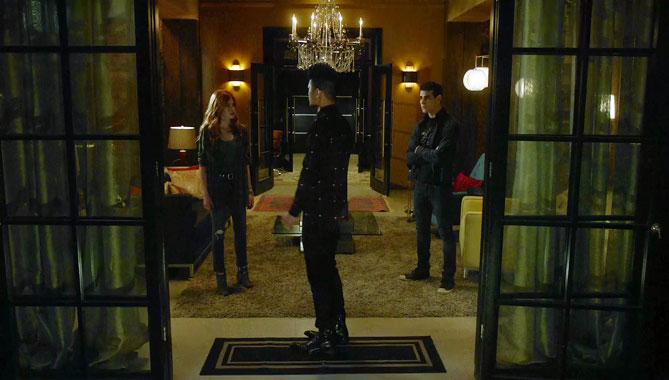 Shadowhunters S02E05: Ombre et poussières (2017)